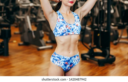 Beautiful fitnes girl posing in the gym
