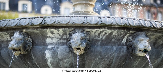 A beautiful fountain in La Place des Vosges in Paris