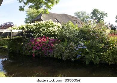A beautiful garden in the village Giethoorn
