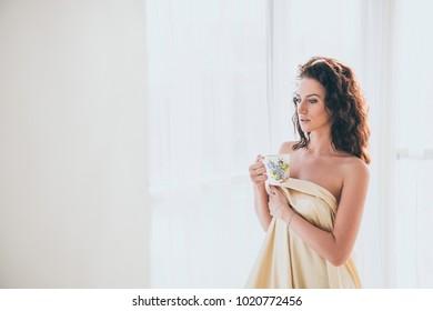 A beautiful girl is drinking  coffee