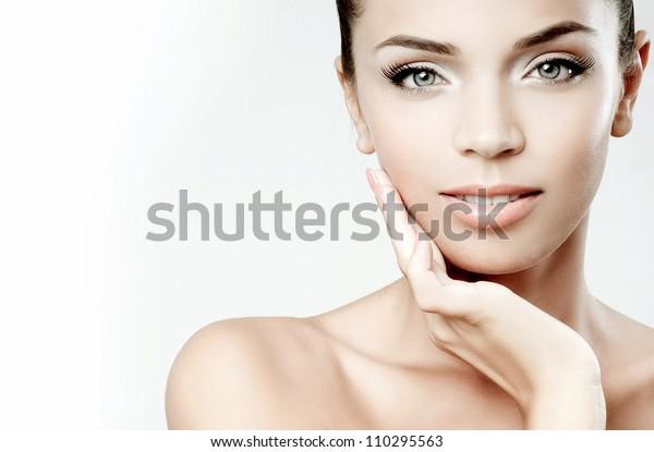 Schönes Mädchen Gesicht. Perfekte Haut