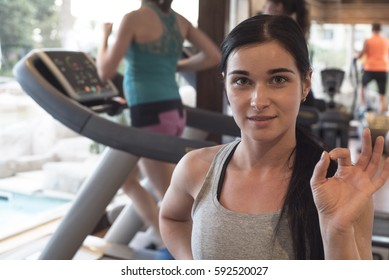Beautiful girl. The girl at the gym. Girl shows ok. Brunette in gym