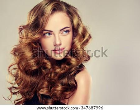Foto Stock De Beautiful Girl Long Wavy Hair Brunette Editar Agora