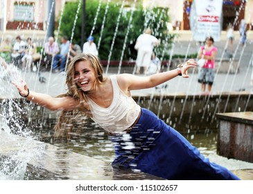 Beautiful girl relaxing with a fountain .