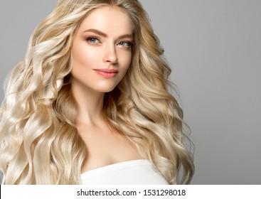 Chicas lindas de pelo rizado