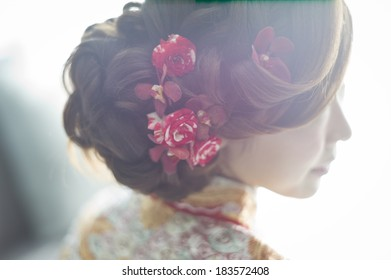 The beautiful hairstyling for Chinese bride