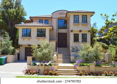 Beautiful Homes And Estates In The Santa Monica City, California.