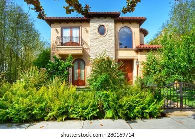 Beautiful homes and estates in the Santa Monica City, California.