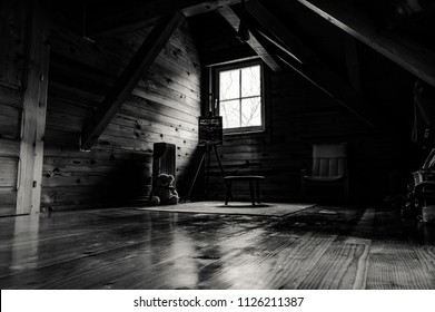 Beautiful house of wood, a children's bedroom, overlooking the play area, a children's drawing board, plush honey, and some other toys. Black and white