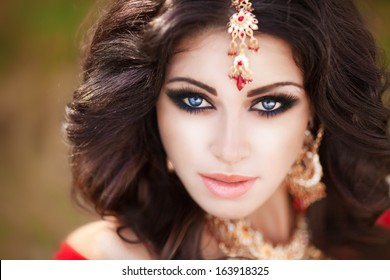 Beautiful Indian woman portrait, bright makeup woman with golden jewelry. Gorgeous Indian girl eyes. Indian beauty. Beautiful native Indian lady