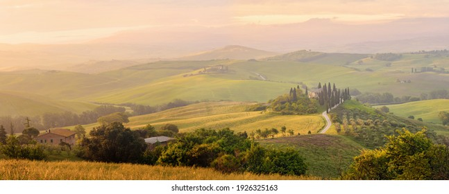 Beautiful Italian Landscape Early In The Morning In Sunbeams. Tuscany Italy