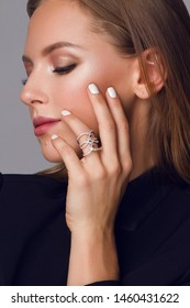 Beautiful jewerly collection . Beautiful young girl posing for jewerly collection .