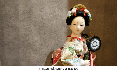 Beautiful kimono dolls depict Japanese art and culture