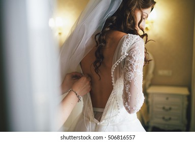 Beautiful lace back of the wedding dress
