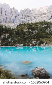 The beautiful Lago di sorapis. You can enjoy the incredible glacial water. This lake is located in the Dolomites in Italy.