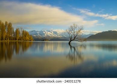 The beautiful Lake Wanaka on New Zealand's South Island