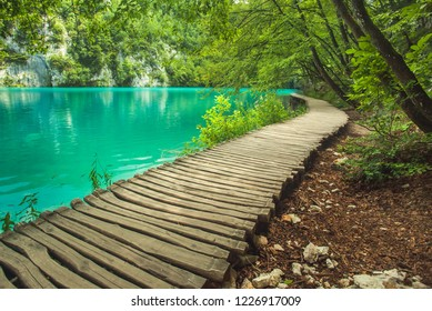 Beautiful lake and waterwalls in Plitvice National Park