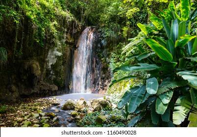 Schöne Landschaft von Diamond Wasserfall auf der Insel Saint Lucia in der Karibik