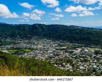 The beautiful landscape of Manoa Valley from Tantalus Lookout