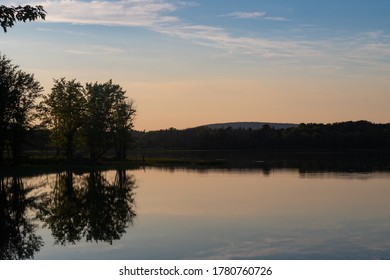 beautiful-landscape-trees-reflecting-lak