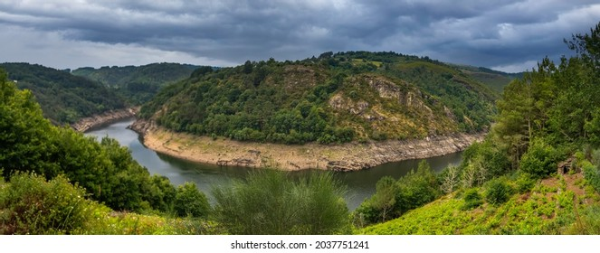 Beautiful landscapes along the course of the Minho (Mino) river, the longest river in Galicia, sharing the border with Portugal. Lugo, Galicia, Spain