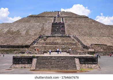 Beautiful large pyramid of Mexico