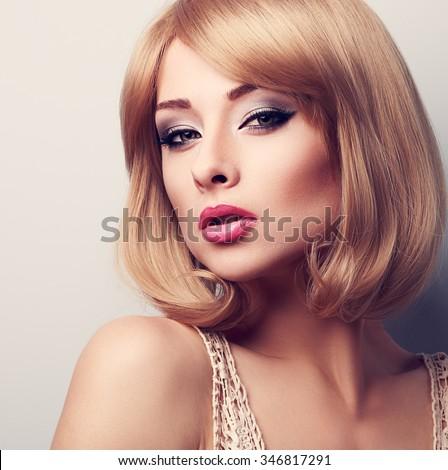 Foto Stock De Beautiful Makeup Blonde Woman Short Hair Editar Agora