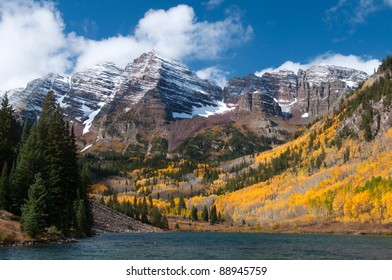 Beautiful Maroon Bells in Autumn 103
