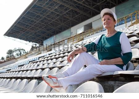 Mature women in sports wear pics