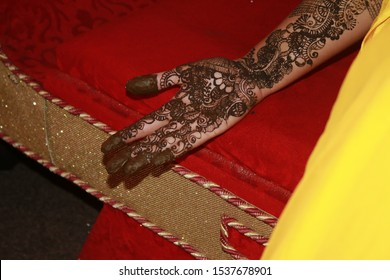 beautiful Mehndi designs in the hand of bride, Nepali bride