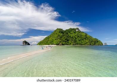 The beautiful miracle beach & crystal clear water at Koh Kai, Koh Tub & Koh Mor, Krabi, Thaiand.