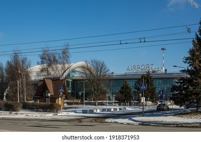 beautiful-modern-airport-building-among-