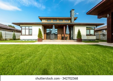 Beautiful modern house in cement, view from the garden.