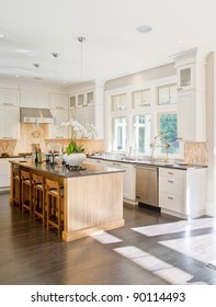 Beautiful Modern Kitchen in New Luxury Home