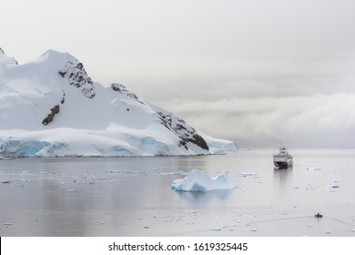 Beautiful mountain scenery in the Antarctic