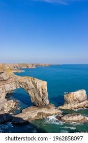 Beautiful natural archway and rugged ocean coastline (Green Bridge of Wales, Castlemartin, Pembroke)