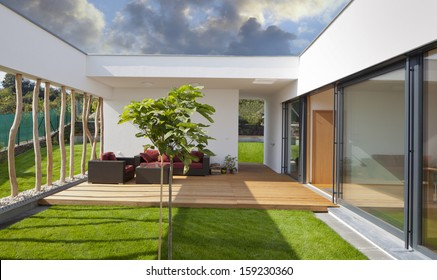 Beautiful new peaceful, modern home with privat garden and terrace