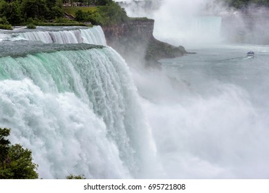 The beautiful Niagara Falls.