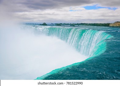 Beautiful Niagara falls with the cloud of mist above it.
