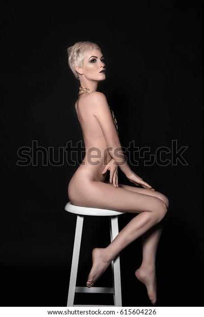 curvy girl nude ass