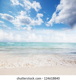 Beautiful ocean and sky landscape. Tropical vacation.