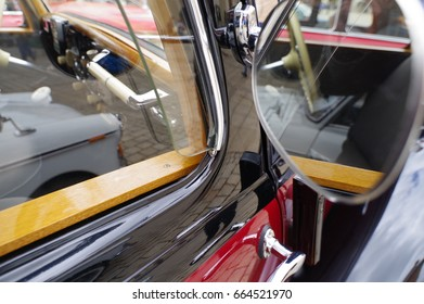 Beautiful old cars (detail pictures)