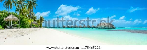 Schöne Panoramalage über Villen, Malediven Insel, Indischer Ozean