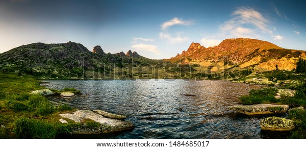 beautiful-panoramic-view-on-ergaki-600w-