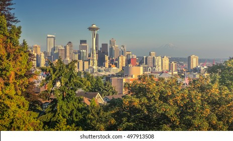 Beautiful panoramic view of Seattle skyline seen from Kerry Park at sunset in golden evening light with Mount Rainier in the background in summer, Washington State, United States of America