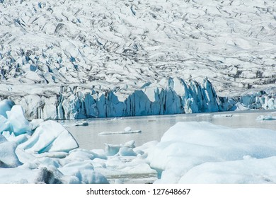 Beautiful photo of Fjallsarlon Glacial lake full of floating icebergs near the Fjallsjokull glacier