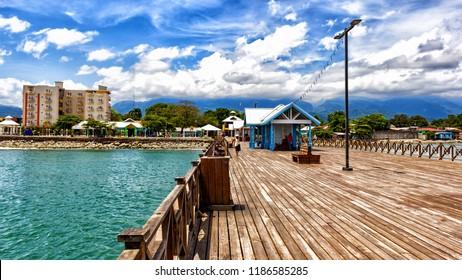 the beautiful port la ceiba