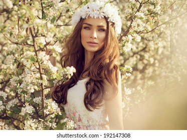https://image.shutterstock.com/image-photo/beautiful-portrait-young-slavic-girl-260nw-192147308.jpg