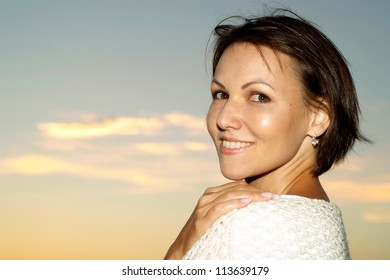 Beautiful pregnant woman meets the sunset