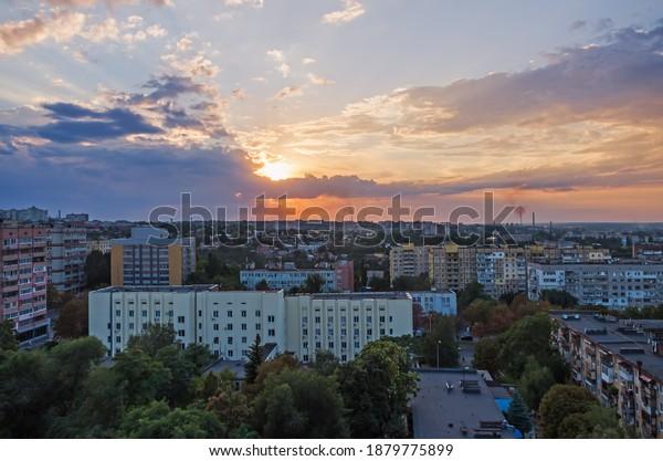 beautiful-redorange-sky-sunset-over-600w